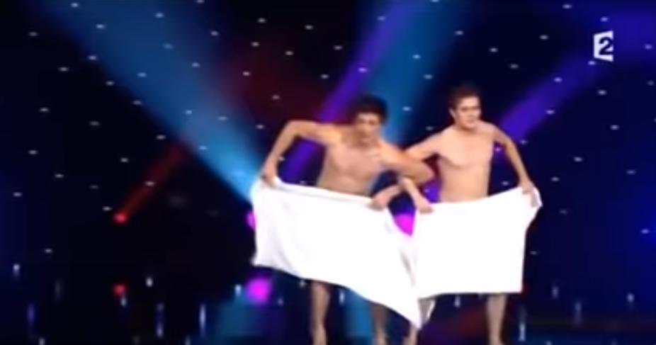 Танец с полотенцами! Французы взорвали зал!Все женщины в зале про себя молились чтоб полотенце упало😅