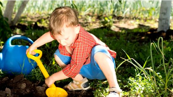 Дети вырыли яму около дома и обнаружили что-то странное! То что они нашли облетело весь мир